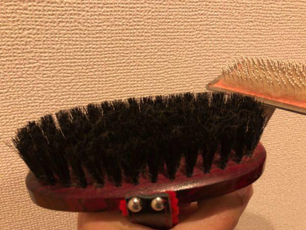 スリッカーブラシで獣毛ブラシの抜け毛がとれたところ