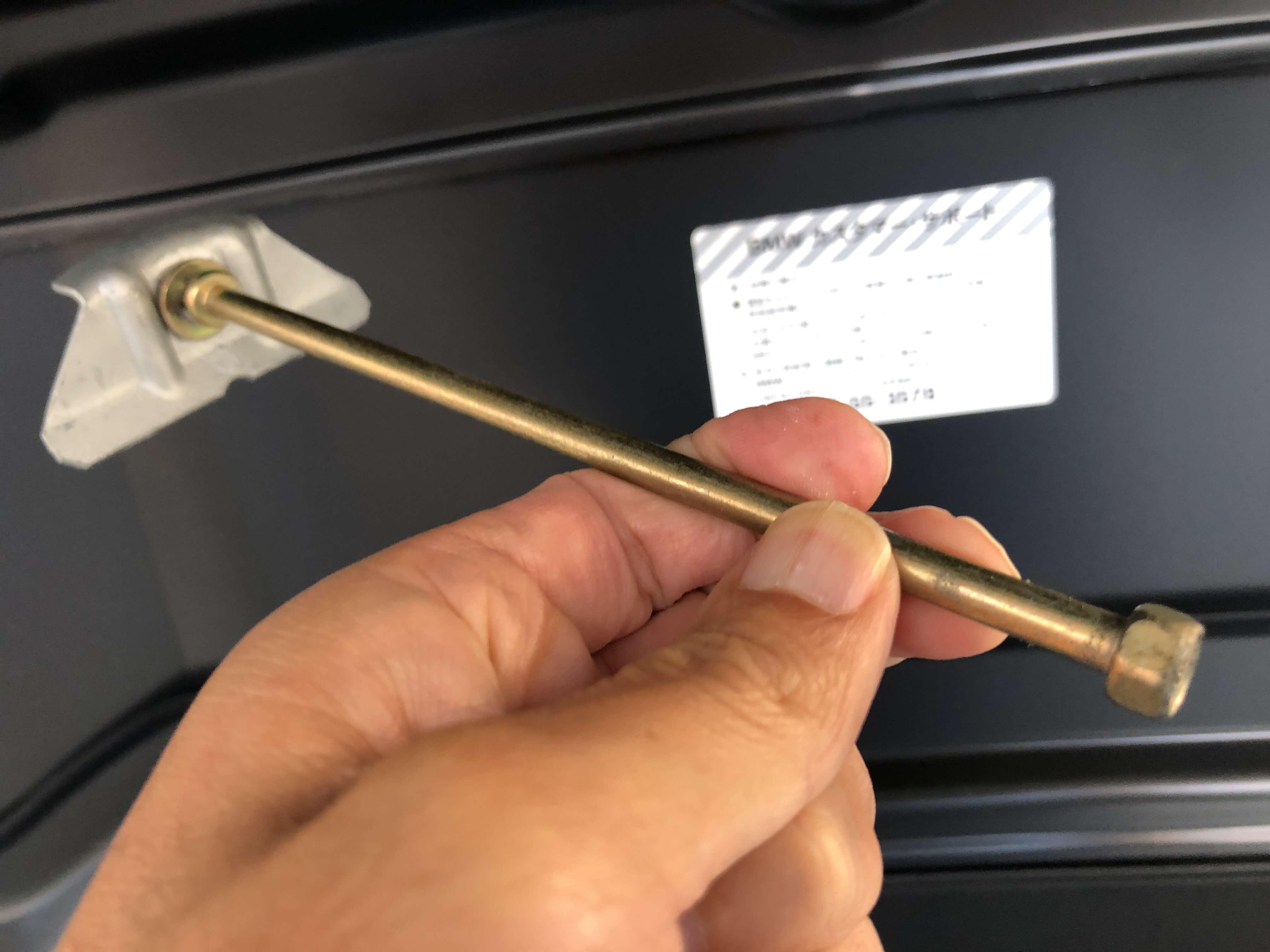 BMWZ3のバッテリー固定用金具