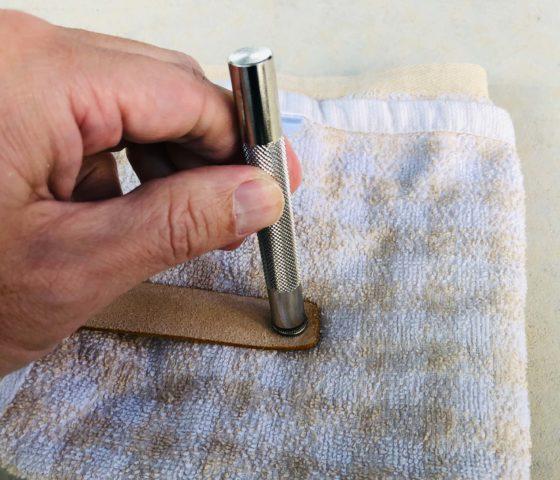 タオルを使ったボタンの取り付け方法